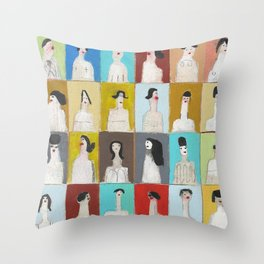 Treinta y Seis Mujeres Throw Pillow