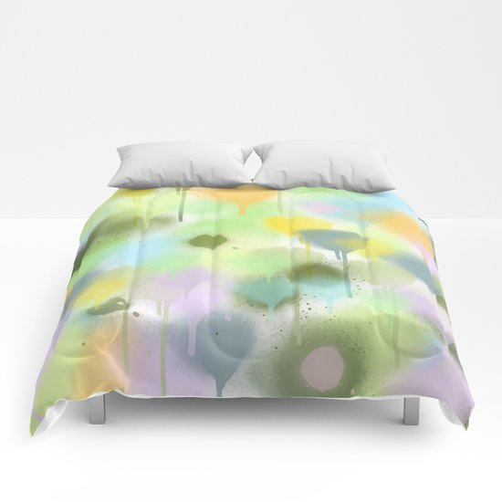 Dripping paint abstract in pastel colors Comforters