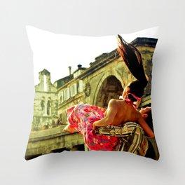 Urban danse Throw Pillow