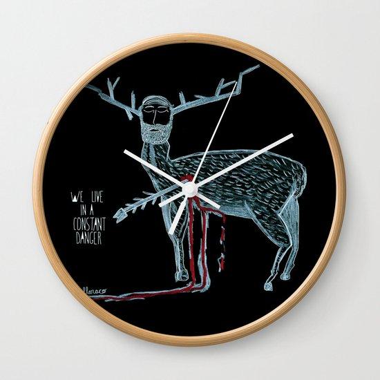 Vivimos en un peligro constante (We live in a constant danger) Wall Clock