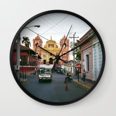 L e o n Wall Clock