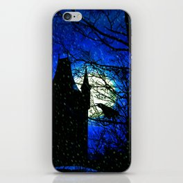 Snowy winter night at Raven castle iPhone Skin