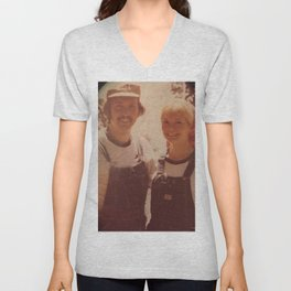 Mom and dad honeymoon Unisex V-Neck