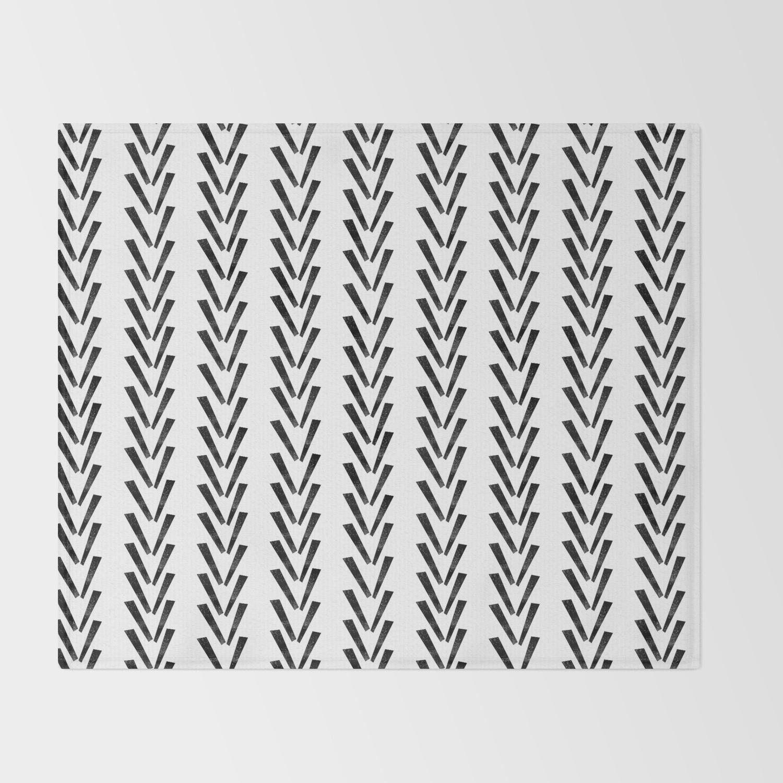 Minimal Chevron Pattern Basic Black