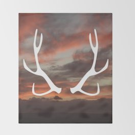 The stag of the North Throw Blanket