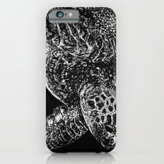 Beneath the Waves the Sea Turtle Swims Slim Case iPhone 6s