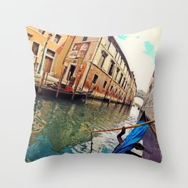 Veneza Throw Pillow