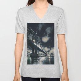 manhattan bridge in nyc Unisex V-Neck