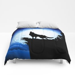 Wolf Howling at Blue Moon Comforters