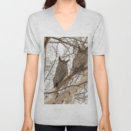 Great Horned Owl Pair Unisex V-Neck