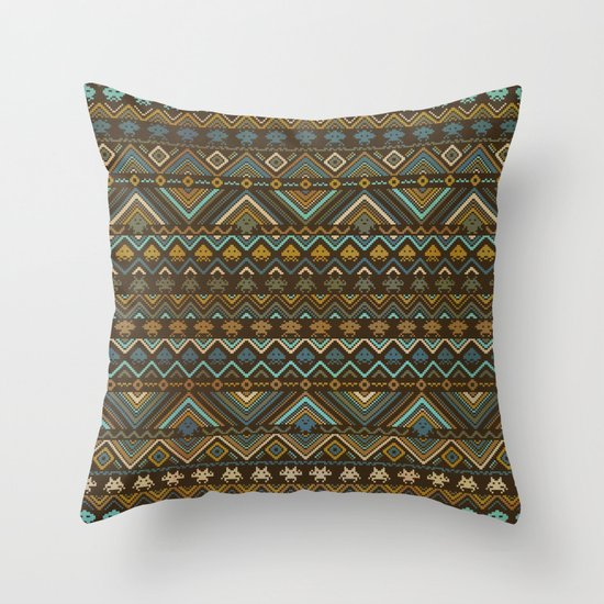 indians versus aliens Throw Pillow
