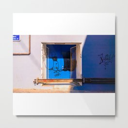 Interior de una casa azul abandonada Metal Print