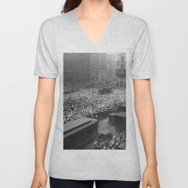 1921 10,000 gather in Times Square outside New York Times building to receive updates on the fight between boxers Jack Dempsey and Georges Carpentier Unisex V-Neck