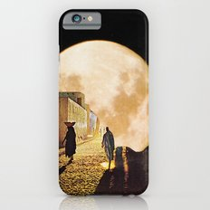 Walking at the moonlight iPhone 6s Slim Case