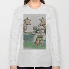 Mummy and Daddy pig washing their piglets Long Sleeve T-shirt