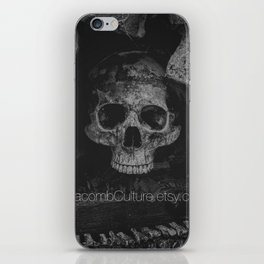 Catacomb Culture - Black and White Human Skull iPhone Skin