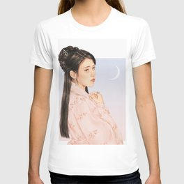 in bloom [iu lee jieun] T-shirt
