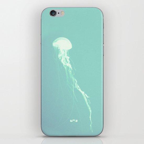 Pulsating Cnidaria. iPhone & iPod Skin