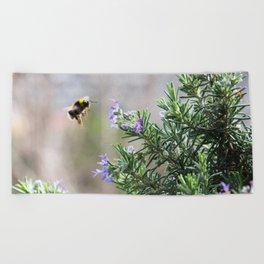 bumble bee flight Beach Towel