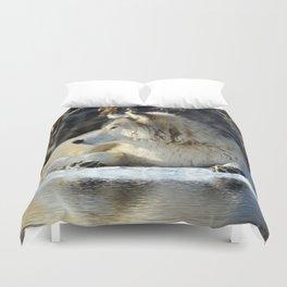 Wolf resting Duvet Cover