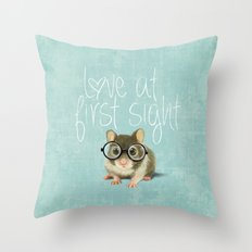 Little mouse in love Throw Pillow