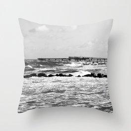 à la plage Throw Pillow