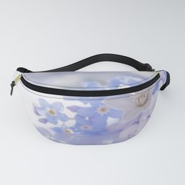 Queen and court- Spring flowers in blue and white - Stilllife Fanny Pack
