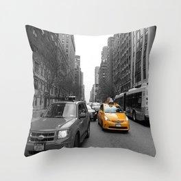 NY´s cab Throw Pillow