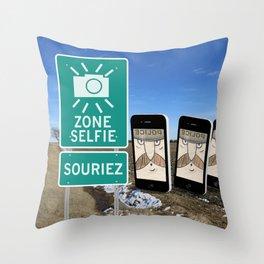 Zone Selfie - Souriez Throw Pillow