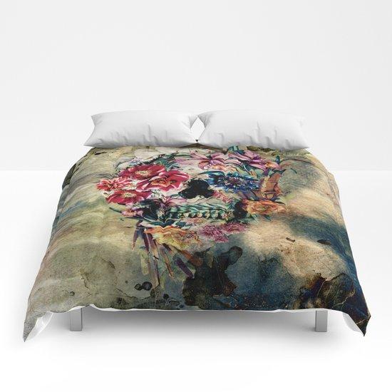 Skull on old grunge II Comforters