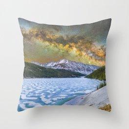 Milky way over Clinton reservoir Throw Pillow