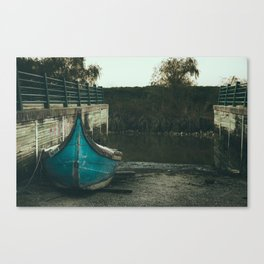 Resting boat (color) Canvas Print