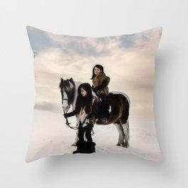 Le voyage des soeurs Koizumi II Throw Pillow