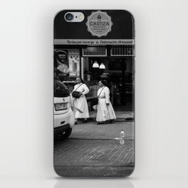 Monjas en el Bakery Shop iPhone Skin