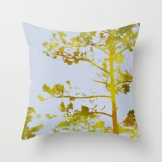 dreaming of japan: gold variations Throw Pillow