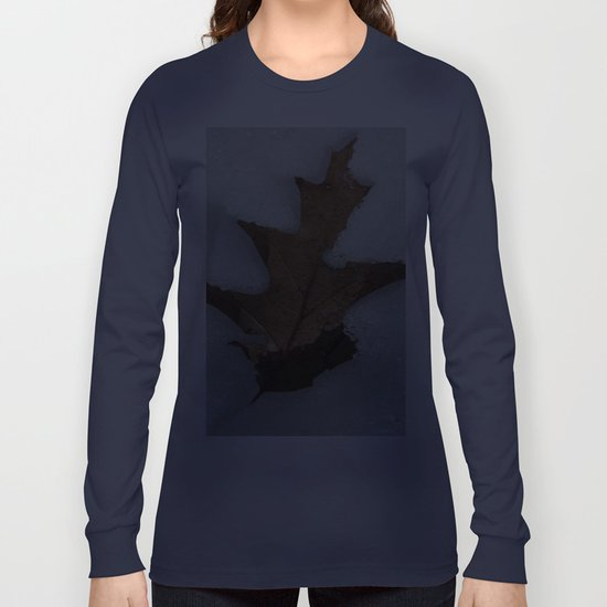 leaf in snow Long Sleeve T-shirt