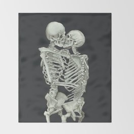 Valentine's Day: Skeleton Kiss Throw Blanket