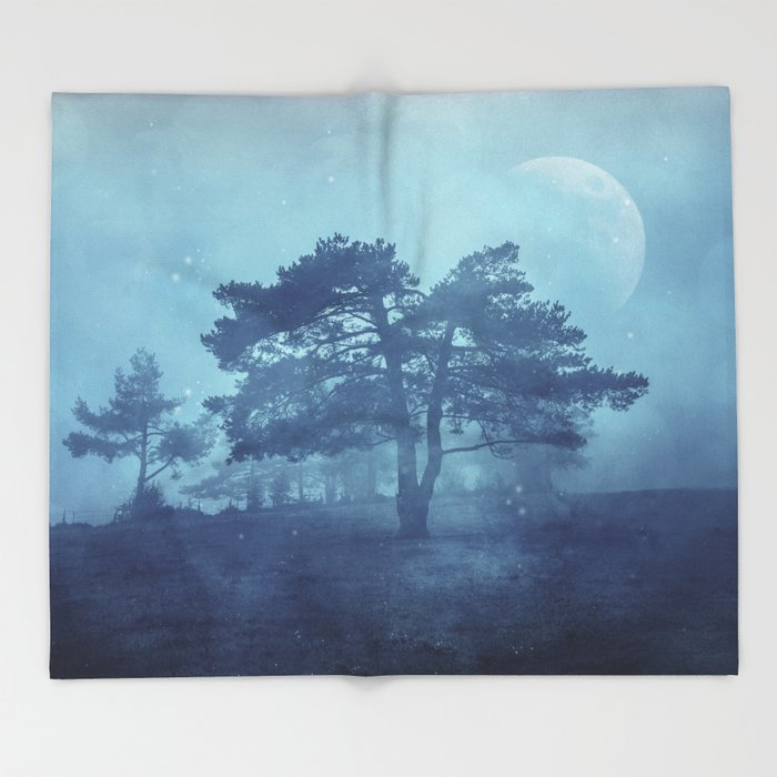 Mystic tree Throw Blanket