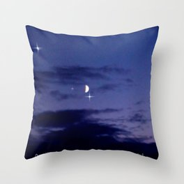 Mond am Südhorizomt. Throw Pillow