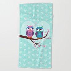 Love owls Beach Towel