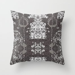 Chifres Throw Pillow