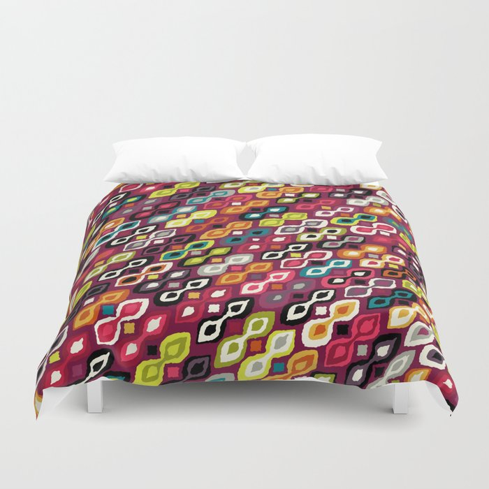 kiss me Duvet Cover