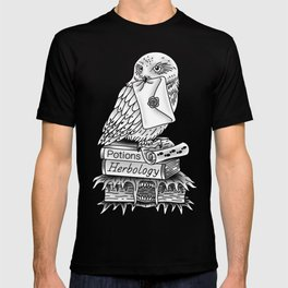 Hedwig On Books T-shirt