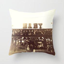 Feriantes Throw Pillow
