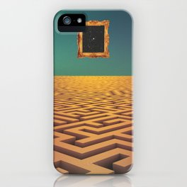 Laberinto iPhone Case