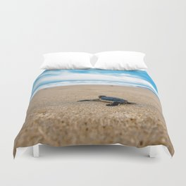 A sea turtle baby aiming at the sea Duvet Cover