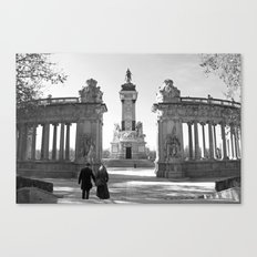 Couple at Madrid monument Canvas Print