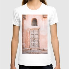 Pink Door with Pigeon in Jaipur, Rajasthan, India | Travel Photography | T-shirt