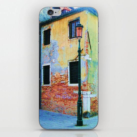 L'edificio è Felice iPhone & iPod Skin