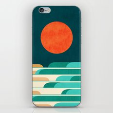 Chasing wave under the red moon iPhone Skin